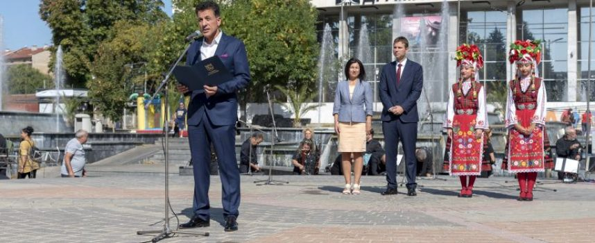 """С пищен концерт на """"Чудесия"""" Пазарджик отбеляза 112 г. независимост, стотици отидоха на пикник"""