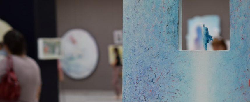 """Иди и виж: Евгения Панчова и нейния вътрешен мир в """"Игра на столове"""""""