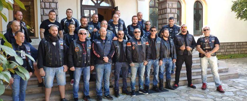 """Момчетата от """"Boys of Hell MC"""" в Пазарджик почетоха загиналите мотористи"""