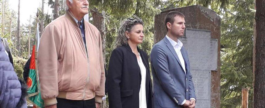 Областният управител поднесе венец пред паметника на родопския връх Велийца