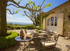 Къщовница: Разнообразете градината си, ето как да направите френски селски двор