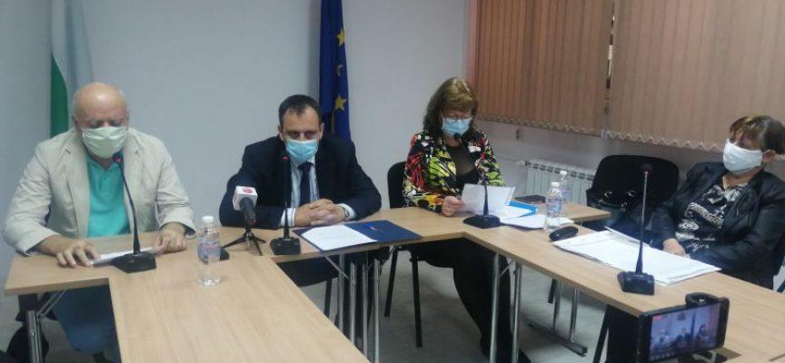 В областта: Трима учители и двама ученика в момента са с коронавирус