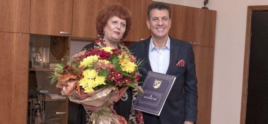 Тодор Попов връчи културен чек на директорки на детски градини с над 40 години опит в системата на образованието