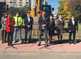 Министър Кралев пристигна за първата копка на новата спортна зала