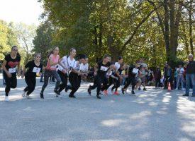 """Лекоатлетически крос """"Златна есен"""" събра над 180 ученици от 15 училища"""