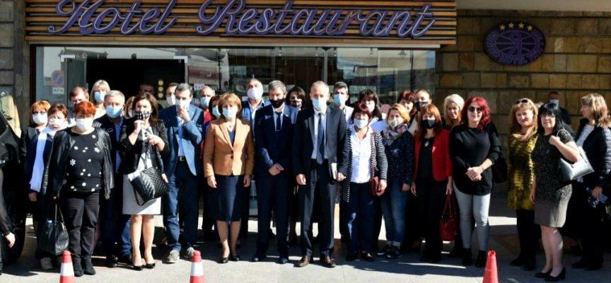 """Над 60 процента от учителите в България са застрашени от """"прегаряне"""""""