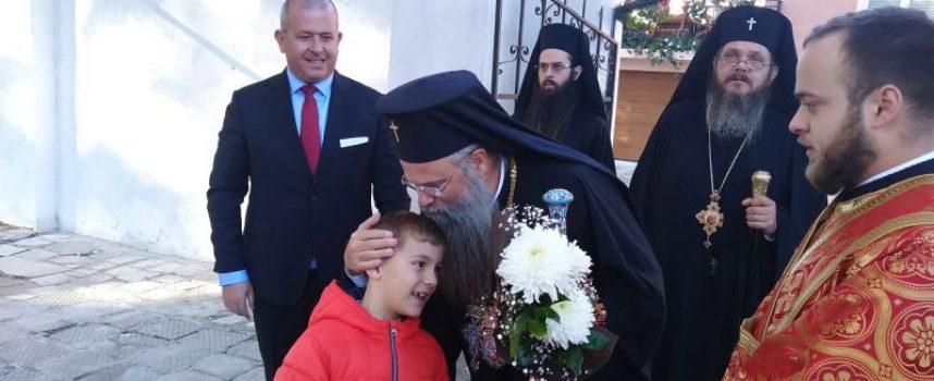 Дядо Николай отслужи тържествена литургия днес в Пещера, храмът на Свети Димитър е обновен от семейства Тикови и Домусчиеви