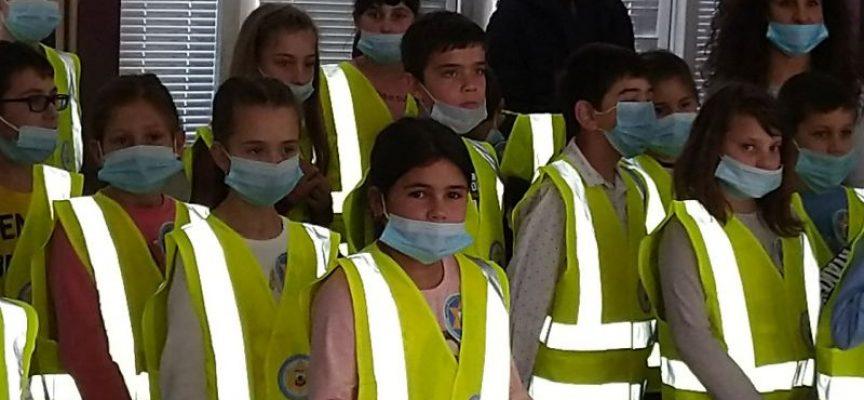 """Пещера: 25 деца от СУ """"Св. Кл. Охридски"""" вече са доброволци в Детско полицейско управление"""