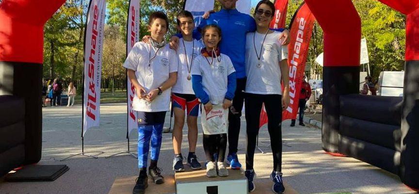 """Три медала за клуб по триатлон """"Първенец"""" на състезание в Пловдив"""