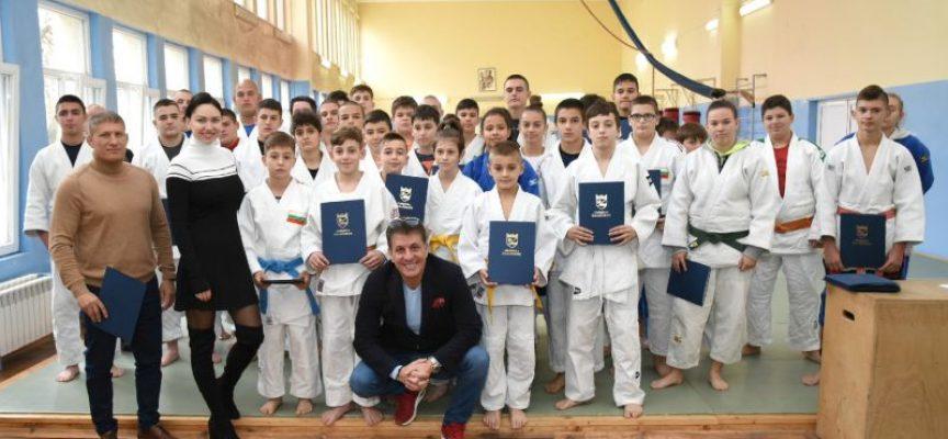 "Тодор Попов награди спортистите и треньора на ""Кодокан"""