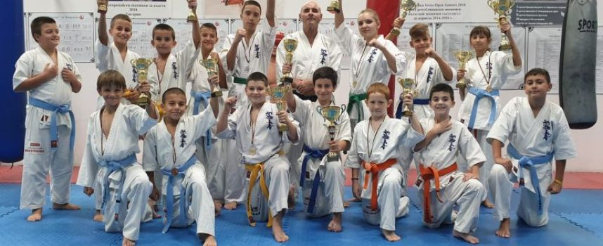 Осем медала за каратеките на Торнадо в последното състезание за годината