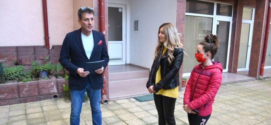Шеста поред грамота и подаръчен ваучер за поддържана зелена площ връчи кметът на Пазарджик