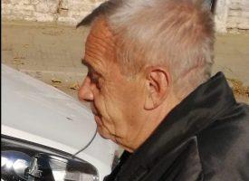 Дядо събира пари на паркинга на Билла, хората плащат после се жалват във Фейсбук