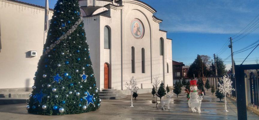 Тази вечер: Палят светлините на Коледното дърво в Септември