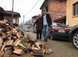 """""""Сърце за България"""" дари дърва за огрев на възрастни хора"""