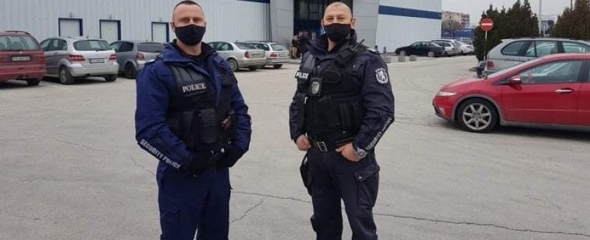 Полиция проверява дали спазваме противоепидемичните мерки