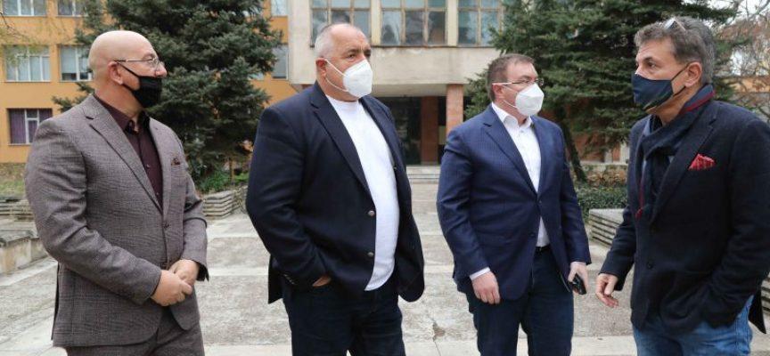 По искане на кмета Попов Пазарджик става център за изнесено обучение на медицински сестри и лаборанти, обяви премиерът Борисов