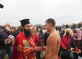 Ангел Стойчев улови кръста в Марица (снимки и видео)