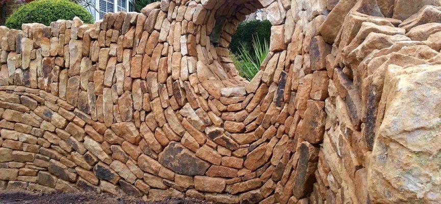 Във Великобритания: Тухлар опитоми камъните и ги превърна в произведения на изкуството