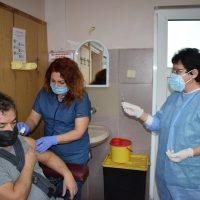 Стартира поставянето на втора доза ваксини в МБАЛ – Пазарджик
