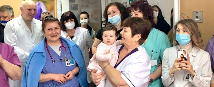 """Екипът на Родилното отделение в """"Уни Хоспитал"""" отбеляза Бабинден"""