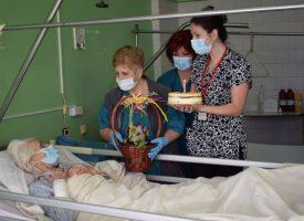 98-годишната Димитрия празнува рожден ден в МБАЛ – Пазарджик