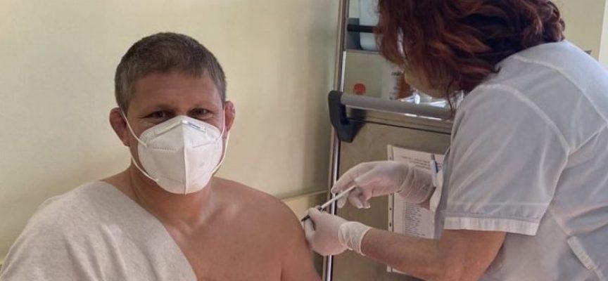 Учители и треньори в Спортното училище вече са ваксинирани