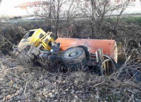 Цистерна с вода се обърна на километър от Пазарджик
