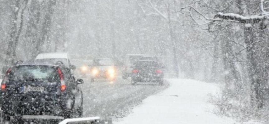 """Заради обилен снеговалеж затвориха през нощта магистрала """"Тракия"""""""