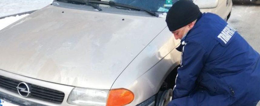 Мъже за пример: Пътни полицаи помогнаха на 74-годишна шофьорка