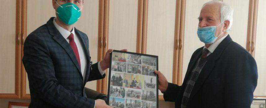 Губернаторът получи медал от Съюза на ветераните за обновените войнишки паметници