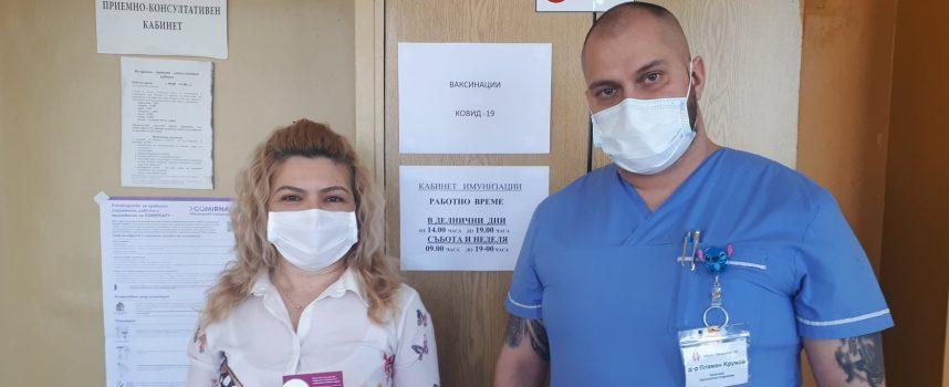 Първата ваксинирана в имунизационния кабинет на МБАЛ – Пазарджик е Мария Дамянова