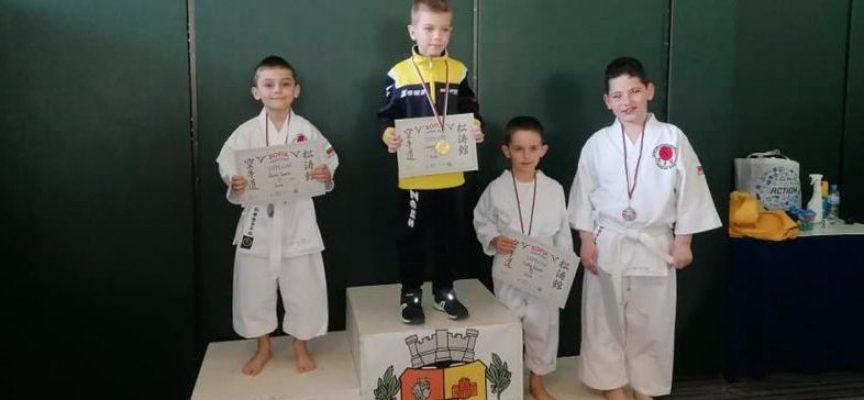 Девет медала и силно представяне за Карате Спартак Пазарджик