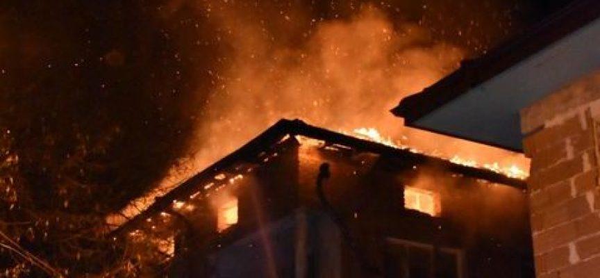 """Пожар на ул. """"Опълченска"""" беше овладян за час, няма данни за пострадали хора"""
