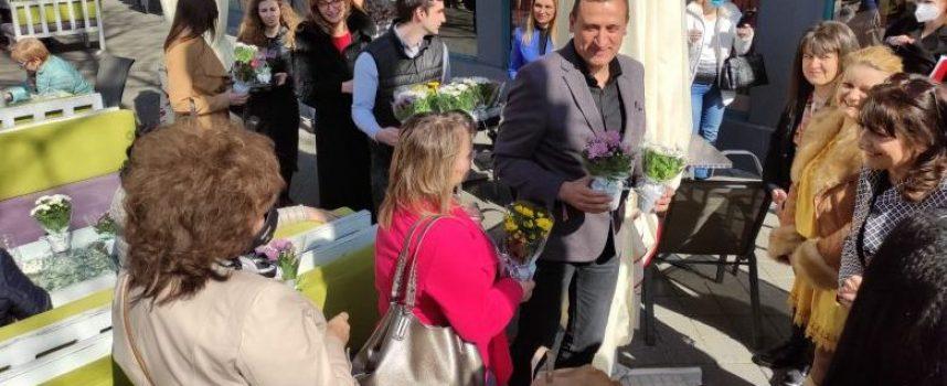 Вицепремиерът Екатерина Захариева поздрави дамите в Пазарджик по случай 8 март