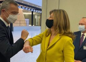 Екатерина Захариева пребори коронавирус и литна до Брюксел