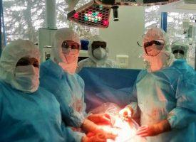 """Пациентка с COVID-19 роди здраво бебе в """"Уни Хоспитал"""""""