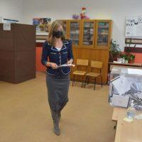 Екатерина Захариева гласува в Езиковата гимназия в Пазарджик, ето какво каза след това
