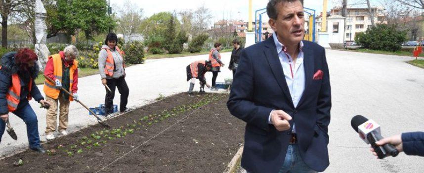 """Тодор Попов: В събота стартираме традиционната кампания за """"По-чист, по-зелен и цветен Пазарджик"""", за да посрещнем един усмихнат и вдъхновяващ Великден"""