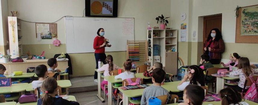 """Мечето Ози бе на гости в НУ """"Васил Друмев"""""""