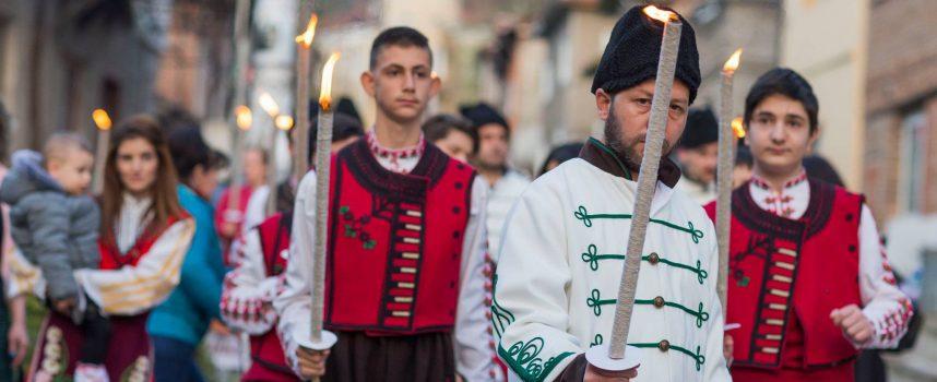 """Тази вечер: Възстановка на въстанието в Брацигово, утре концерт на """"Чудесия"""" и Силвия Кацарова"""