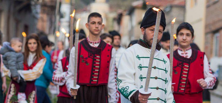 Бунтовният Април 1876 г. :Факелно шествие постави началото на тържествата в Брацигово