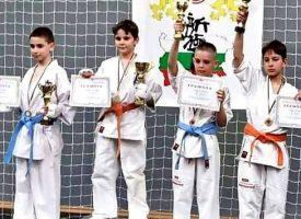 Пазарджишки деца събраха златните купи от Националното първенство по карате в Шумен