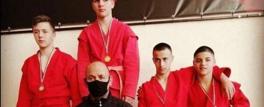 """Пет златни, два сребърни, два бронзови и отборно второ място за СК """"Кодокан"""" в шампионата по самбо"""