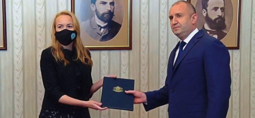 """Антоанета Стефанова върна мандата на """"Има такъв народ"""""""