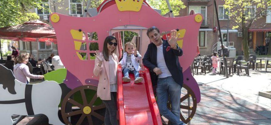 Нови съоръжения за малки и големи в обновената Градската градина в Пазарджик