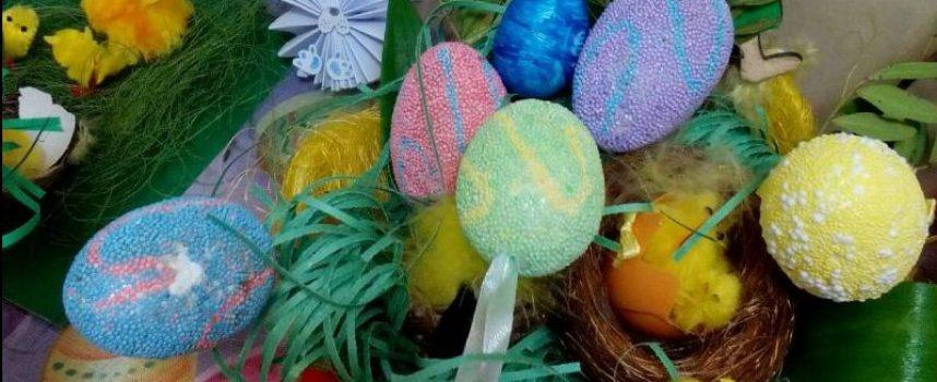 Петокласниците в Спортното училище с красива екоизложба за Великден
