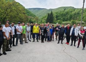 300 чувала смет бяха събрани за няколко часа край Стара река