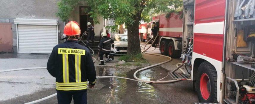 44-годишна жена пострада при пожар снощи