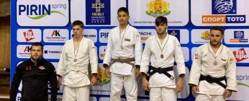 Емил Вълчев от Спортното училище стана шампион по джудо